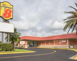 Super 8 by Wyndham Lake Jackson/Clute