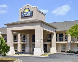 Days Inn & Suites by Wyndham Fort Valley