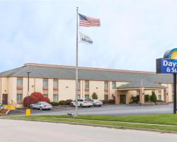 Days Inn & Suites by Wyndham Bloomington/Normal IL