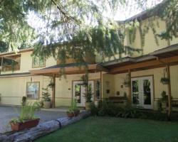 Cedar Wood Lodge Bed & Breakfast Inn