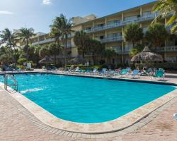 Days Hotel by Wyndham Thunderbird Beach Resort
