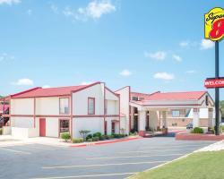 Super 8 by Wyndham Kerrville TX