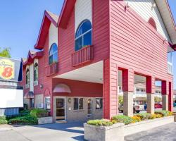 Super 8 by Wyndham Mackinaw City/Beachfront Area