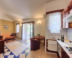 Apartments & Rooms Ruzmarin