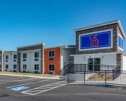 Motel 6 Cartersville - White, GA