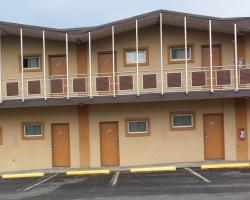 Hallmark Motel