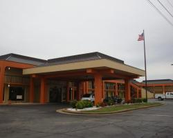 Econo Lodge Inn and Suites - Jackson