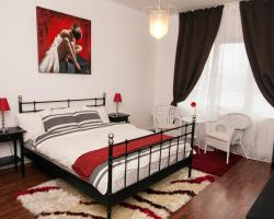 Premium Apartment- RedBed Self-Catering