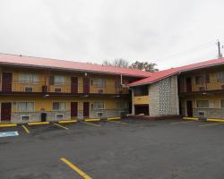 Deluxe Inn - Knoxville