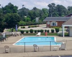 Quarterpath Inn & Suites