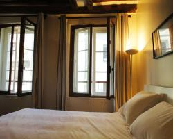 Into Paris - Mouffetard Apartment