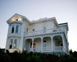 West Cliff Inn, A Four Sisters Inn
