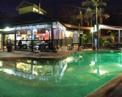 Colonial Village Cabins, Camping & Tours - Hervey Bay YHA