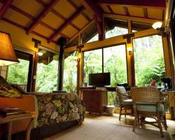 Volcano Village Lodge