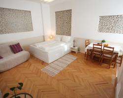 d.FIVE Astoria Apartment