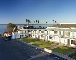Tides Oceanview Inn and Cottages