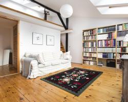 Cozy Old Town Apartment by Tyzenhauz