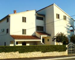 Apartments and Rooms Irena