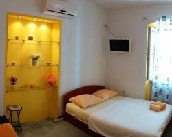 Buzzy Apartment