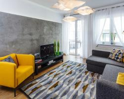 Five Seasons Fashion Apartment