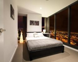 Luxury Sky View Apartment - Melbourne CBD