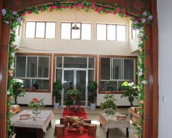 Dunhuang Long Men Inn
