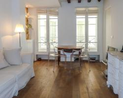 Flat near Mouffetard Street in Latin Quarter