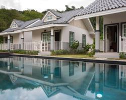 Suksompong Resort
