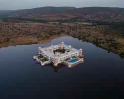 juSTa Lake Nahargarh Palace
