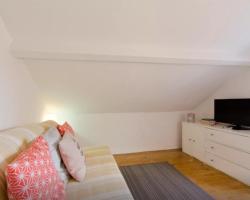 Lisbon Apartment Bairro Alto - Bica 4