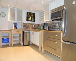 Toronto Vacation Home Rentals - Executive Underground One-Bedroom Apartment