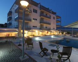 Apartments Kamelija