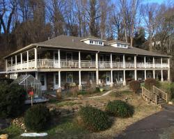 Calhoun House Inn & Suites