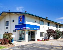 Motel 6 Normal - Bloomington Area