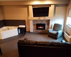 Boulders Inn and Suites - Milford/Okoboji