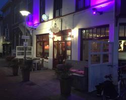 Café pension The Chandelier