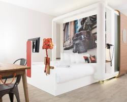 Qbic Hotel London City