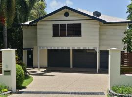 Cairns / Stratford Tropical apartment