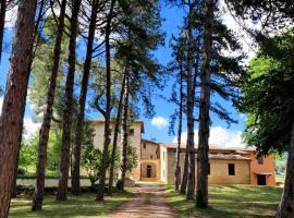 Borgo dei pini, San Severino Marche (Tolentino yakınında)