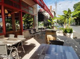 Hotel Café de la Gare, Sainte-Foy-la-Grande (рядом с городом Saint-Avit-du-Moiron)