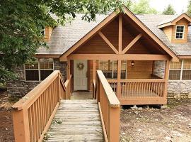 Deer Haven Lodge Cabin, Branson West