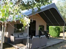 Country Camp Camping Village La Guyonnière, Saint-Julien-des-Landes (рядом с городом La Chapelle-Hermier)