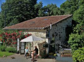 The Rose Barn - La Grange aux Roses, Genouillac (рядом с городом Mouzon)