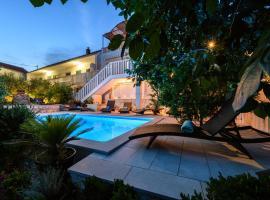 Holiday Home Oasis Hylis, Марина (рядом с городом Gustirna)