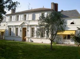 Chambres d'Hôtes Domaine les Massiots, Lamothe-Landerron (рядом с городом Saint-Martin-Petit)