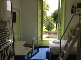 Hotel Couleurs Sud, Шарлевиль-Мезьер (рядом с городом La Francheville)