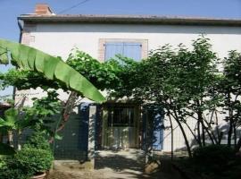 House On s'y plait, Альби (рядом с городом Carlus)