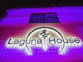 Laguna House, Līči