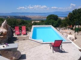 Villa Suzi vacation home, Šmrika (рядом с городом Strimka)