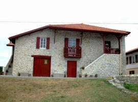 House Ongi etorri, Lanne (рядом с городом Saint-Laurent-de-Gosse)